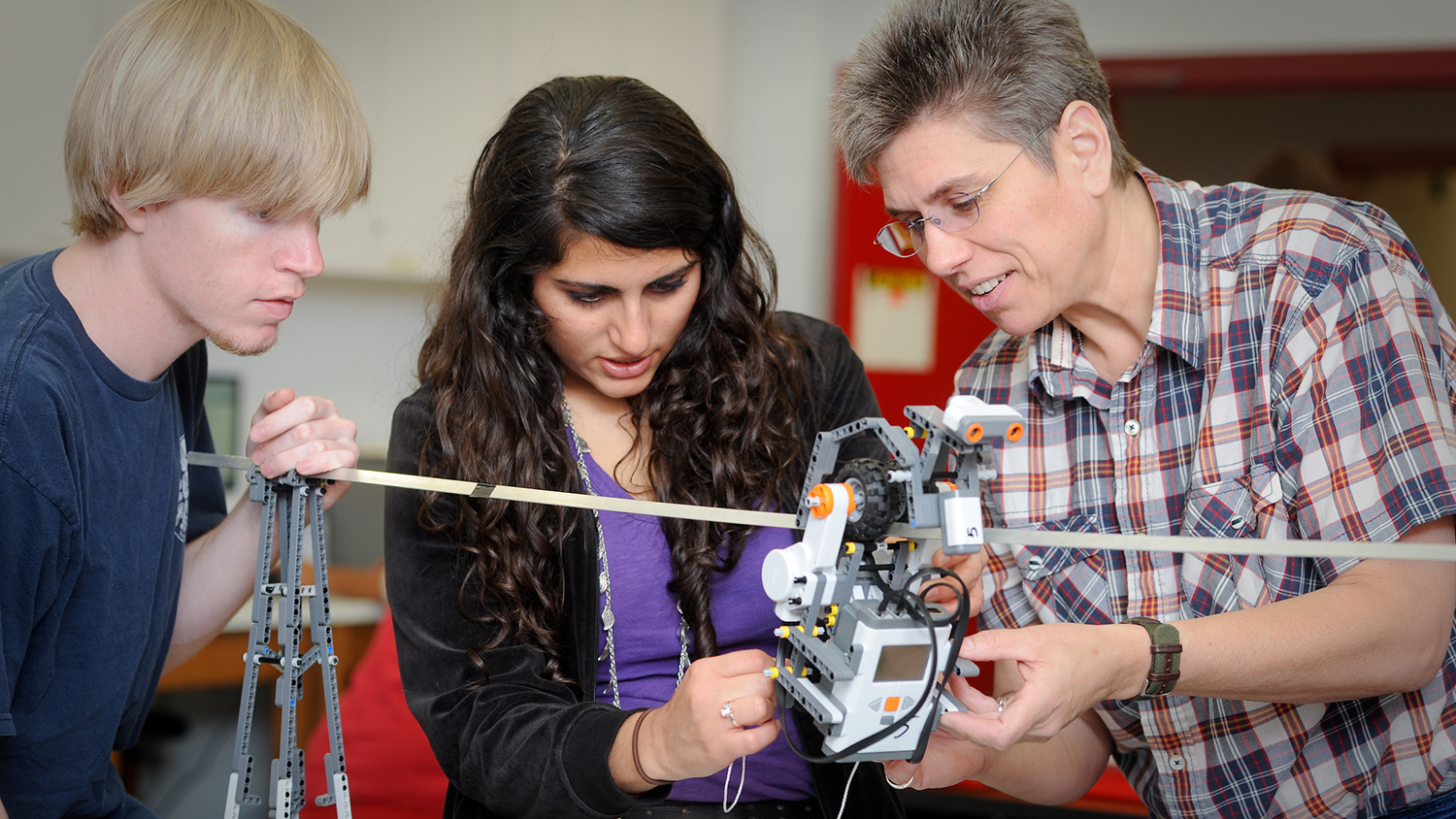 Dr. Terri Varnado works with College of Education students in one of her robotics classes. NCSU/Photo by Becky Kirkland.""