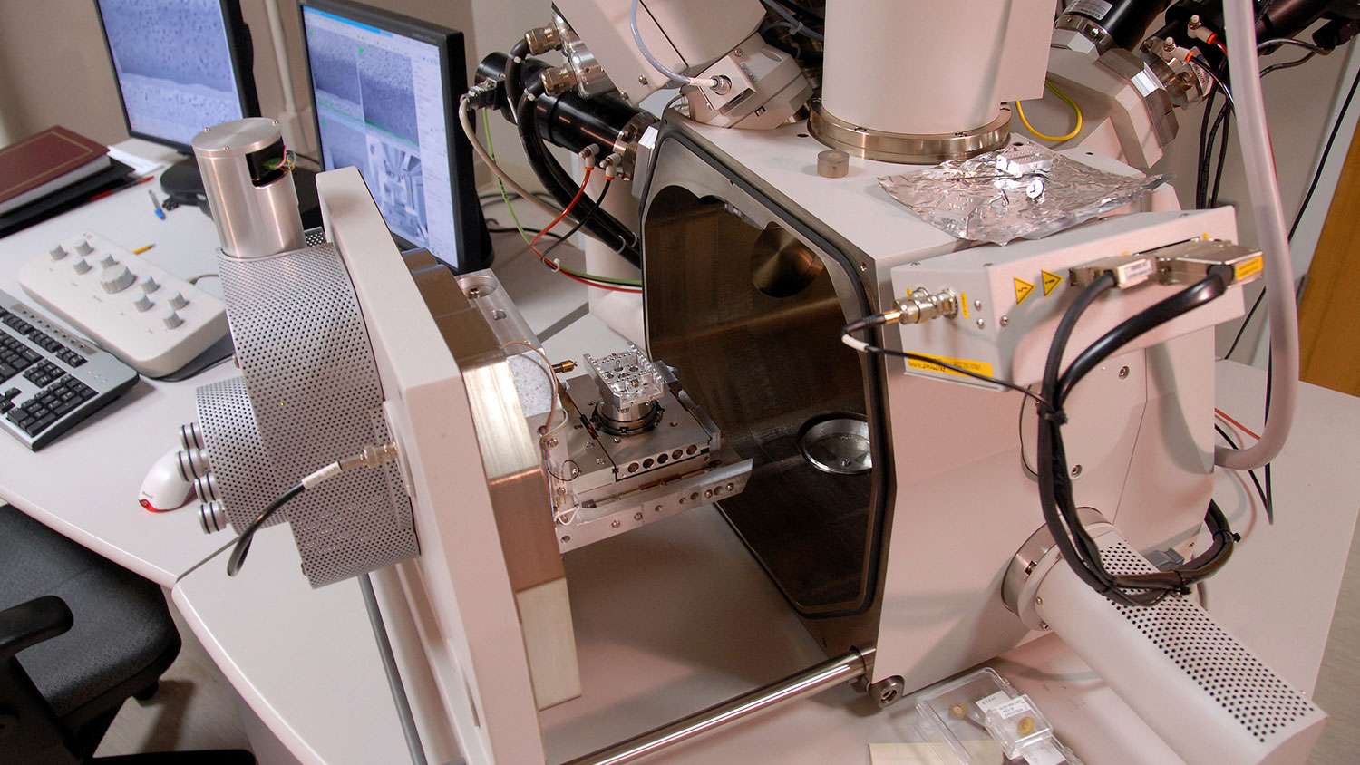 FEI Quanta 3D Dual Beam instrument in the Advanced Instrumentation Facility in Monteith Research building.