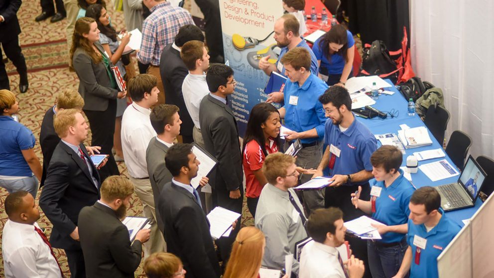 Crowd shot of Fall 2016 Engineering Career Fair