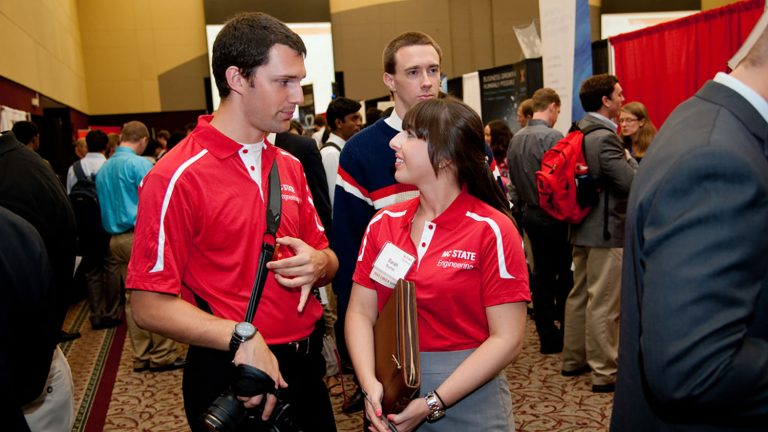 Student volunteers at the 2014 Engineering Career Fair