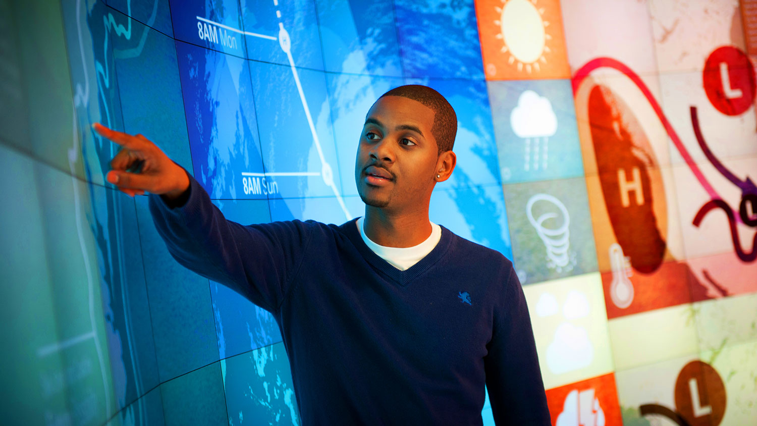 A student uses the IPearl Immersion Theater at the James B. Hunt Libary.